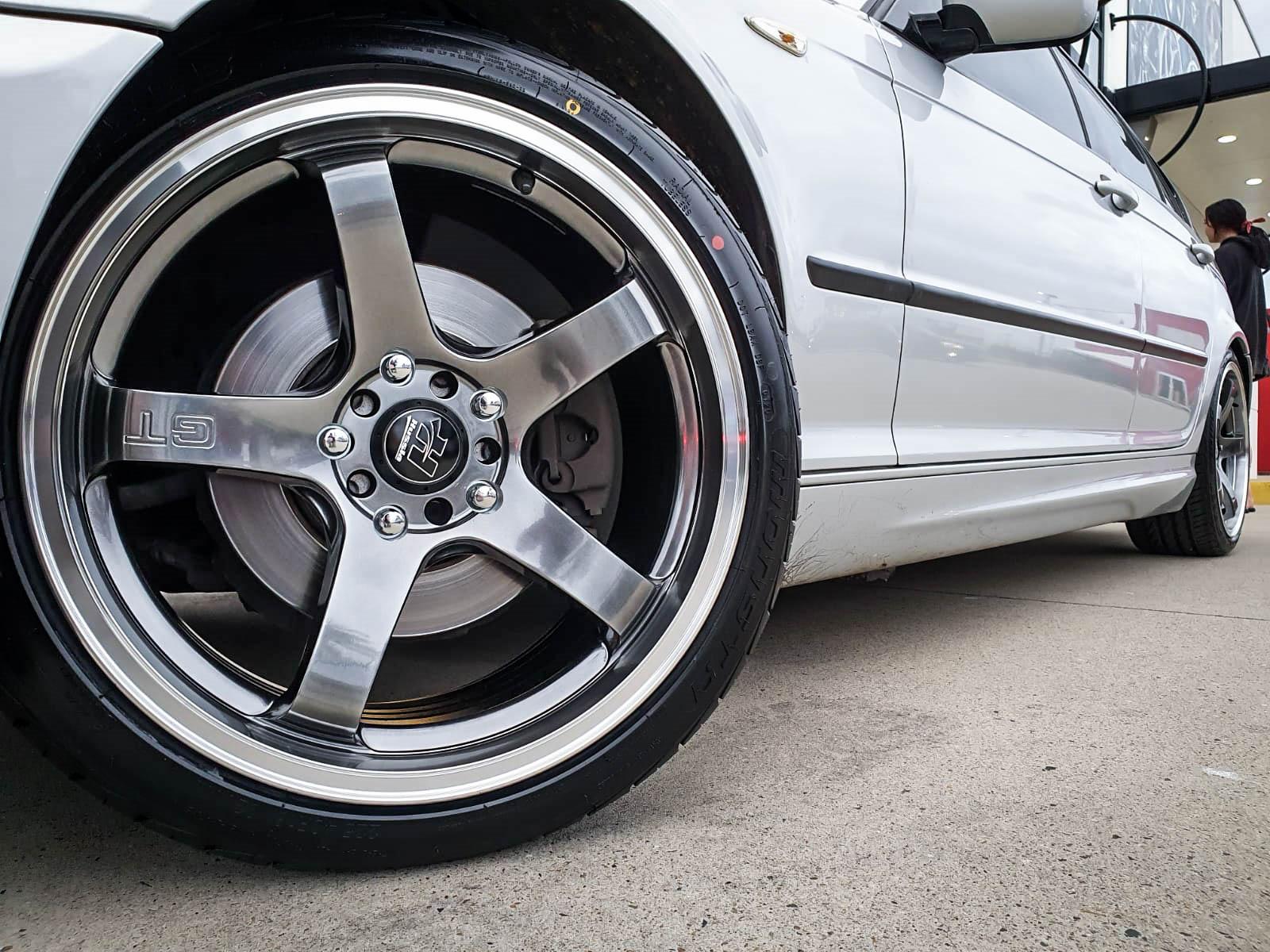 BMW 325i on hussla GT chromium 1 of 4