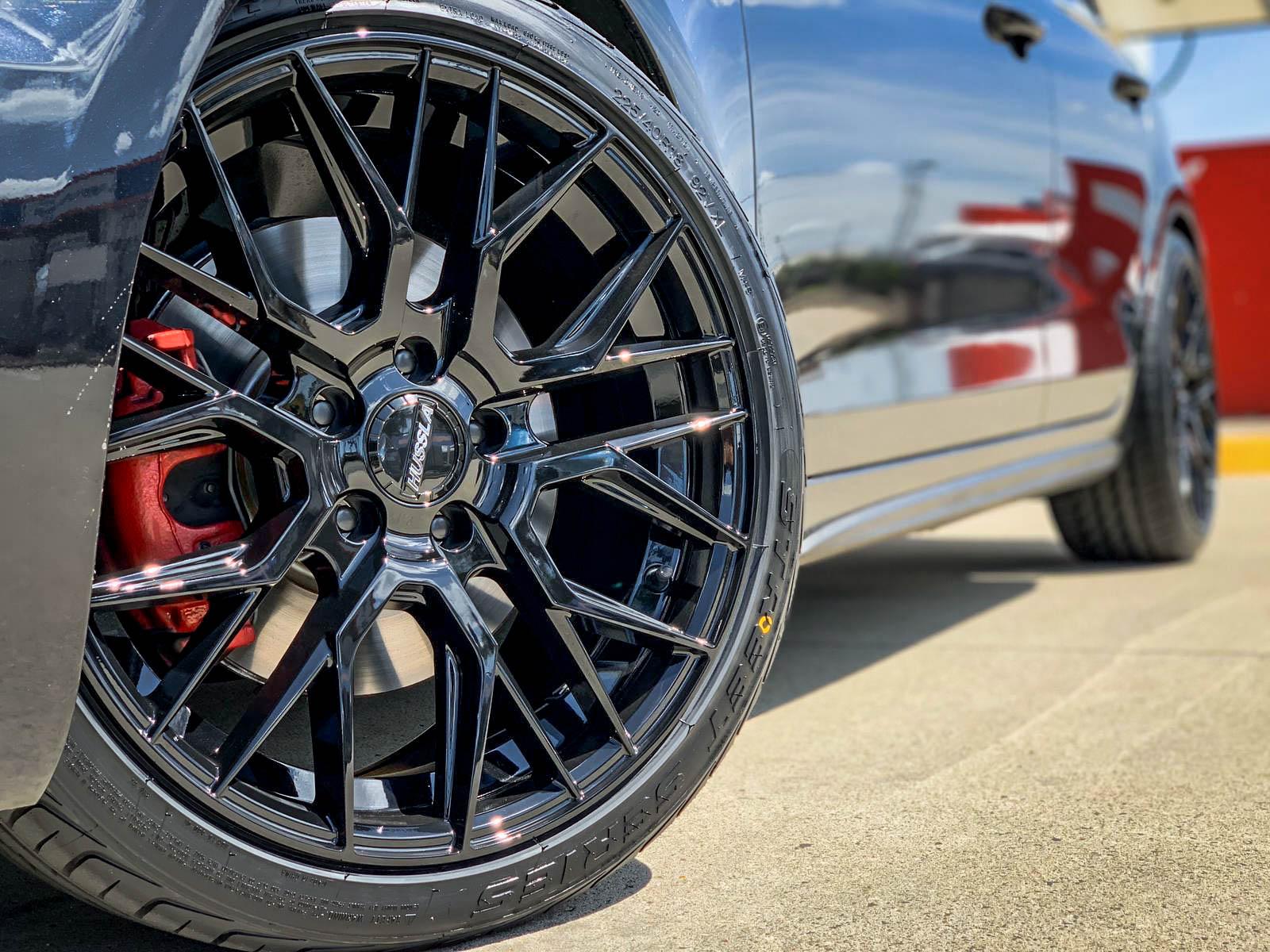 Volkswagen Golf GTI on hussla lit full gloss black 3 of 4