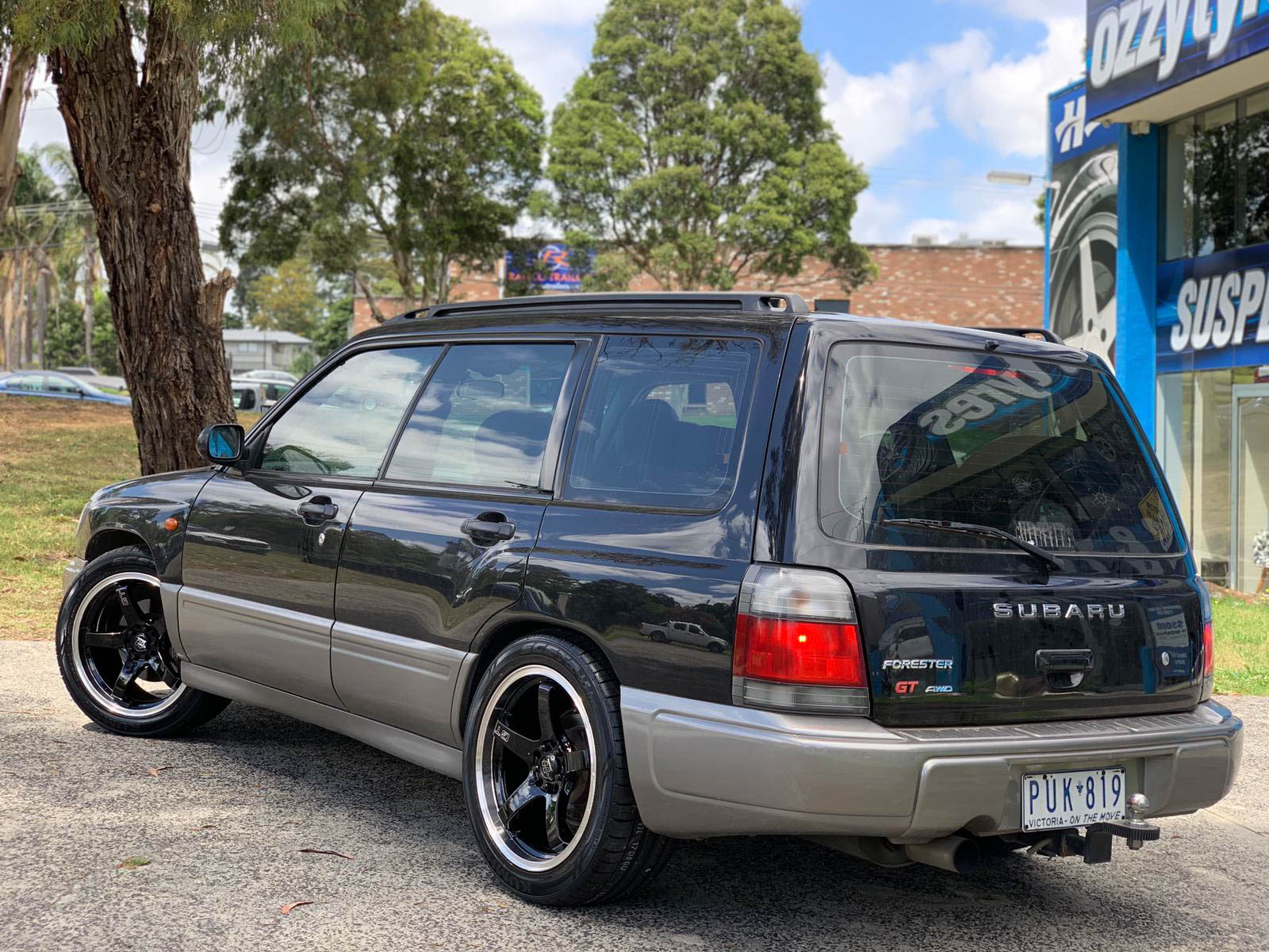 subaru forester on hussla GT gloss black 4